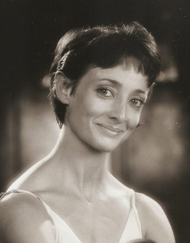 Pascale Le Grand, professeur de danse diplômée d'état en danse classique.